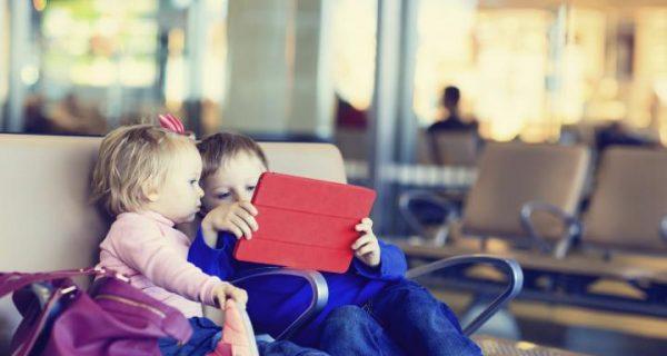 Дети в аэропорту Турции, Фото worldrest.eu
