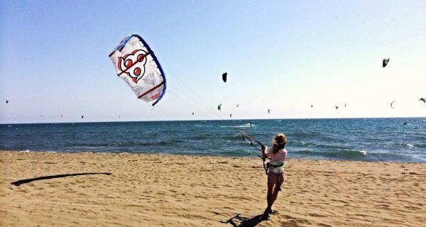 Развлечения на «женском пляже» в Ульцине, Фото kitefamily.ru