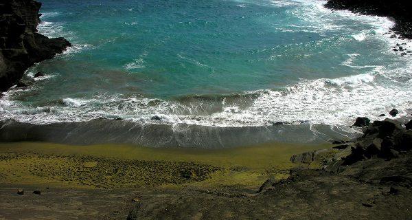 Пляж с зеленым песком на Гавайях, Фото infoglaz.ru