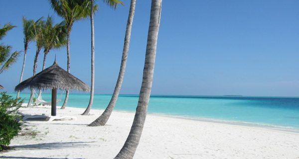 Пляж с белым песком на Мальдивах, Фото mickeytravel.ru