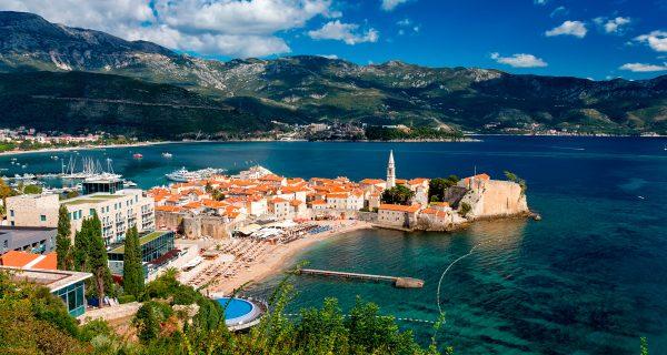 Город Будва, известный как столица туризма в Черногории, Фото simplesail.ru