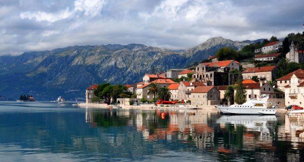 Вид на берег с моря,Черногория, Фото wonderfulnature.ru