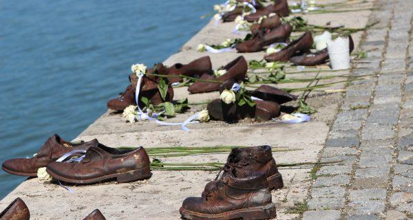 Туфли на набережной Дуная - памятник жертвам Холокоста, Фото newrezume.org