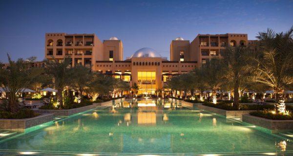 Вид ночью - отель Hilton Ras Al Khaimah Resort & SPA, Фото eastlinetourism.com