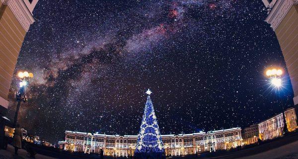 Дворцовая площадь в Санкт-Петербурге. @kudagospb / Инстаграм