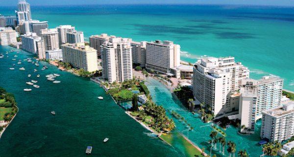 Вид на курортный город Майами-Бич во Флориде