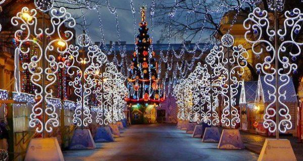 Рождественская ярмарка на Пионерской площади, Фото kuda-spb.ru