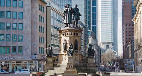 Памятник на площади Гете, Франкфурт, Фото chancetotrip.com