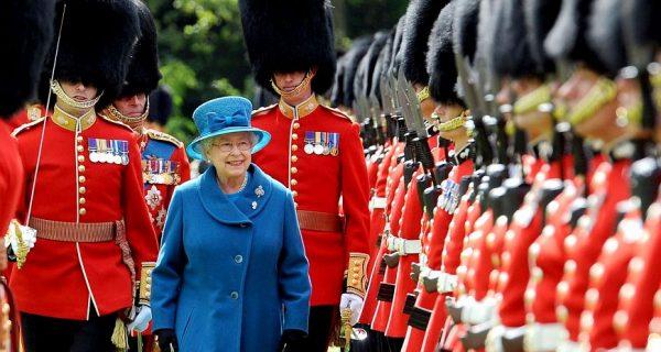 Королева Елизаветы II и королевская гвардия, Фото s.zagranitsa.com