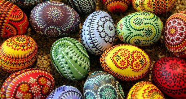 Раскрашенные яйца - кулинарная традиция Жам эн-Нессим, Фото catracalivre.com.br