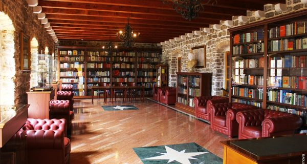 Ресторан Citadela с библиотекой в Будве, Фото world-countries.net
