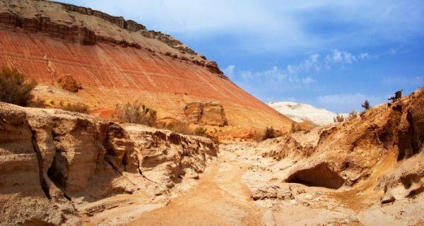 Горы в национальном парке Алтын Эмель в Актау