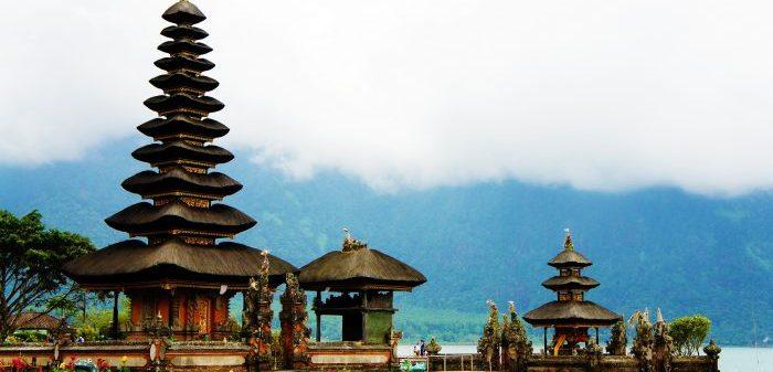 Храм на воде на острове Бали
