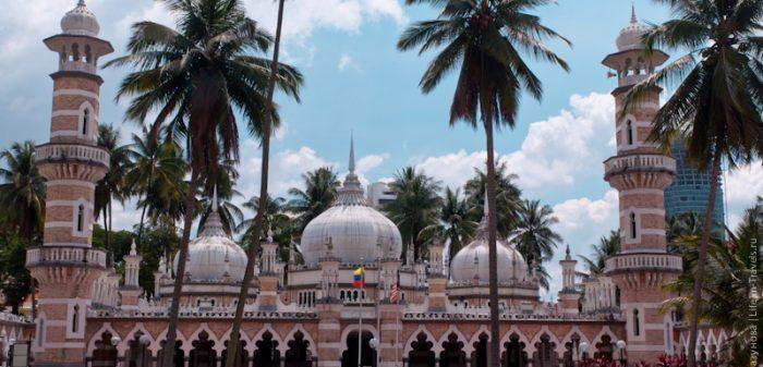 Самая известная мечеть в Куалу Лумпуре, Малайзия