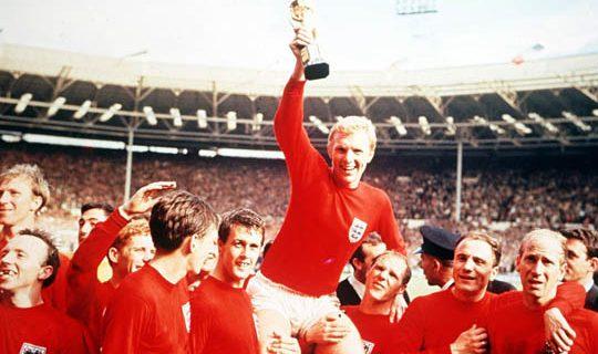 Сборная Англии празднует победу на ЧМ-1966