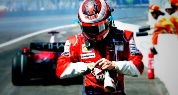Гонщик Формулы 1, Фото zarplatyinfo.ru