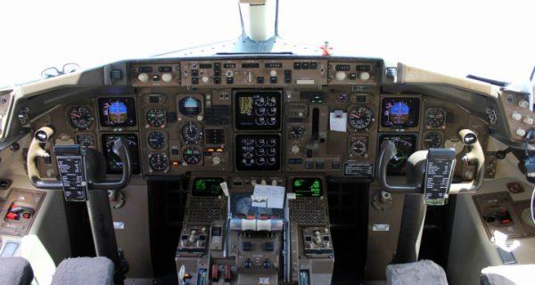 кабина пилотов Boeing-757